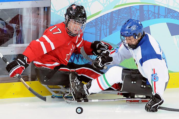 Jean Labonte, Vancouver 2010 - Para Ice Hockey // Para-hockey sure glace.<br /> Team Canada plays against Italy in Para Ice Hockey action // Équipe Canada affronte l'Italie dans un match de para-hockey sur glace. 13/03/2010.