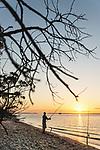 Australien, Queensland, Fraser Island, groesste Sandinsel der Welt, reisen, UNESCO Weltnaturerbe, Sonnenuntergang, Insel, Sand, Strand, Angler, Sandstrand, 10/2014<br />engl.: Australia, Queensland, Fraser Island, world heritage listing, world´s largest sand island, travel, beach, sandy beach, sunset, fishing, 10/2014
