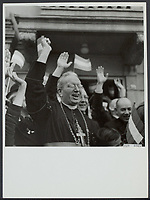 Front North-East Netherlands. Driving tour of Prince Bernhard through North-East Netherlands. A cheering bishop of Roermond, Mgr. Lemmens, in Leeuwarden Date: April 18, 1945