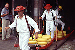 Europe, NLD, Netherlands, Province North Holland, Alkmaar, Cheesemarket, Carrier in typical traditional dress....[ For each utilisation of my images my General Terms and Conditions are mandatory. Usage only against use message and proof. Download of my General Terms and Conditions under http://www.image-box.com or ask for sending. A clearance before usage is necessary...Material is subject to royalties. Each utilisation of my images is subject to a fee in accordance to the present valid MFM-List...Contact | archive@image-box.com | www.image-box.com ]