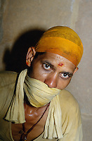 Jain im Jaintempel, Jaisalmer (Rajasthan), Indien