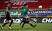 BOGOTÁ- COLOMBIA, 25-04-2021:Daniel Mantilla de La Equidad disputa el balón con el Atlético Nacional durante partido por los cuartos de final entre La Equidad y el Atlético Nacional  como parte de la Liga BetPlay DIMAYOR 2021 jugado en el estadio  Metropolitano de Techo  de la ciudad de Bogotá /Daniel Mantilla of La Equidad disputes the ball with  Atlético Nacional during the quarterfinal match between La Equidad and Atlético Nacional as part of the BetPlay DIMAYOR 2021 League played at the Metropolitano de Techo stadium in the city of Bogotá. Photo: VizzorImage / Felipe Caicedo / Staff