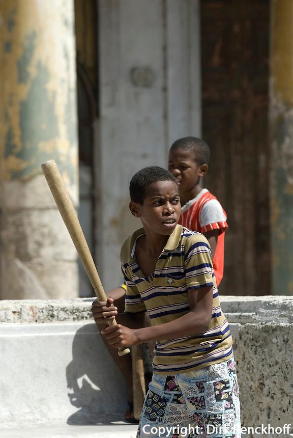 Cuba, Habana, Baseball auf Paseo de Marti (Prado)