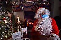 Santa Claus, wear the mask this first Christmas in the time of Pandemic due to the coronavirus (covid -19) Italy on November 26, 2020
