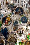 Oesterreich, Salzburger Land, Stadt Salzburg: Weihnachtsdekoration, Christbaumschmuck | Austria, Salzburger Land, Salzburg: Christmas decoration