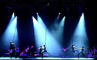 """BOGOTÁ-COLOMBIA-14-04-2014. Ensayo de la obra """"8cho"""" en el género Tango Aéreo de la Compañía Brenda Angiel Dance Company de Argentina, realizado en el Palacio de los Deportes y que forma parte de la programación del XIV Festival Iberoamericano de Teatro de Bogotá 2014./  Reherseal of the Play """"8cho"""" gender-air theater of the company Brenda Angiel Dance Company, Argentina, performed at Palacio de los Deportes of Bogota as a part of  schedule of the XIV Ibero-American Theater Festival of Bogota 2014.  Photo: VizzorImage/ Gabriel Aponte /Staff"""