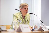 """Pressekonferenz der Menschenrechtsorganisation """"Terre des Femmes"""" am Donnerstag den 23. August 2018 in Berlin, anlaesslich ihrer Petition """"Den Kopf frei haben!"""", die sich fuer ein Verbot des sogenannten """"Kinderkopftuch"""" fuer Maedchen unter 18 Jahren einsetzt. Fuer Terre des Femmes ist das Kinderkopftuch der Missbrauch von Kindern fuer eine Religion und eine Kinderrechtsverletzung.<br /> Ziel der Unterschriftensammlung fuer die Petition sind 100.000 Unterschriften.<br /> Im Bild: Dr. Sigrid Peter, Vizepraesidentin des Bundesverbands des Kinder- und Jugendaerzte.<br /> 23.8.2018, Berlin<br /> Copyright: Christian-Ditsch.de<br /> [Inhaltsveraendernde Manipulation des Fotos nur nach ausdruecklicher Genehmigung des Fotografen. Vereinbarungen ueber Abtretung von Persoenlichkeitsrechten/Model Release der abgebildeten Person/Personen liegen nicht vor. NO MODEL RELEASE! Nur fuer Redaktionelle Zwecke. Don't publish without copyright Christian-Ditsch.de, Veroeffentlichung nur mit Fotografennennung, sowie gegen Honorar, MwSt. und Beleg. Konto: I N G - D i B a, IBAN DE58500105175400192269, BIC INGDDEFFXXX, Kontakt: post@christian-ditsch.de<br /> Bei der Bearbeitung der Dateiinformationen darf die Urheberkennzeichnung in den EXIF- und  IPTC-Daten nicht entfernt werden, diese sind in digitalen Medien nach §95c UrhG rechtlich geschuetzt. Der Urhebervermerk wird gemaess §13 UrhG verlangt.]"""