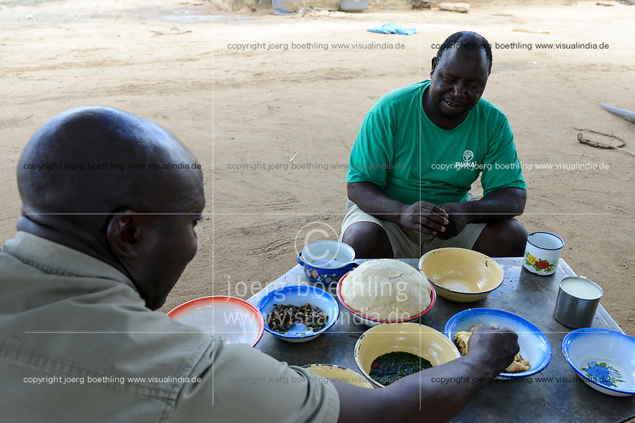 ZAMBIA, Mazabuka, Chikankata area, medium scale farmer Stephen Chinyama, homestead, food with nshima, maize mash