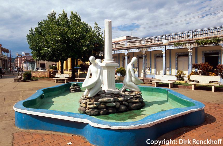 Cuba, Brunnen vor der Kathedrale in Baracoa, Provinz Holguin