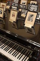 Europe/Pologne/Lodz: Le Palais d'Israël Poznanski qui contient le Musée d'Histoire de la Ville de Lodz - Piano et souvenirs de la vie d'Arthur Rubinstein