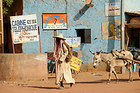 MALI, Dogonland Bandiagara , clay man with donkey cart