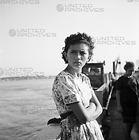 Junge Frau auf Fähre über den Fluss Orinoco, Venezuela 1966. Young woman on Ferry across the river Orinoco, Venezuela 1966.