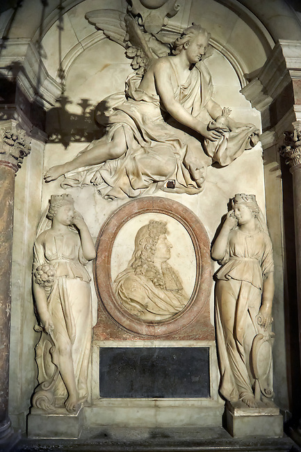 Baroque tomb of King Louis XIV of France and Navarra (1638 - 1715) , ruler from 1643 - 1715. The Gothic Cathedral Basilica of Saint Denis ( Basilique Saint-Denis ) Paris, France. A UNESCO World Heritage Site.