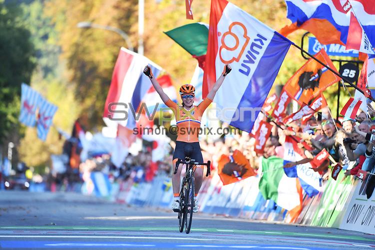 Picture by Simon Wilkinson/SWpix.com - 29/09/2018 - Cycling 2018 Road Cycling World Championships Innsbruck-Tirol, Austria - Women's Elite Road Race - Anna van der Breggen of The Netherlands celebrates as she crosses the line.