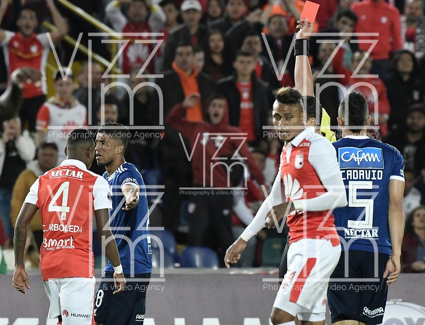 BOGOTÁ - COLOMBIA, 18-09-2018: Fernando Rapallini (ARG), arbitro, muestra la tarjeta roja a Cesar Carrillo (#8) de Millonarios durante el encuentro de ida entre Independiente Santa Fe y Millonarios por los octavos de final de la Copa Postobón 2015 jugado en el estadio Nemesio Camacho El Campín de la ciudad de Bogotá. / Fernando Rapallini (ARG), referee, shows the red card to Cesar Carrillo (#8) of Millonarios during the first leg match between Independiente Santa Fe and Millonarios for the eight finals of Postobon Cup 2015 played at Nemesio Camacho El Campin stadium in Bogotá city.  Photo: VizzorImage / Gabriel Aponte / Staff