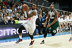 Basketball Real Madrid´s Rivers (L) and Zalgiris Kaunas´s Anderson during Euroleague basketball match in Madrid, Spain. October 17, 2014. (ALTERPHOTOS/Victor Blanco)