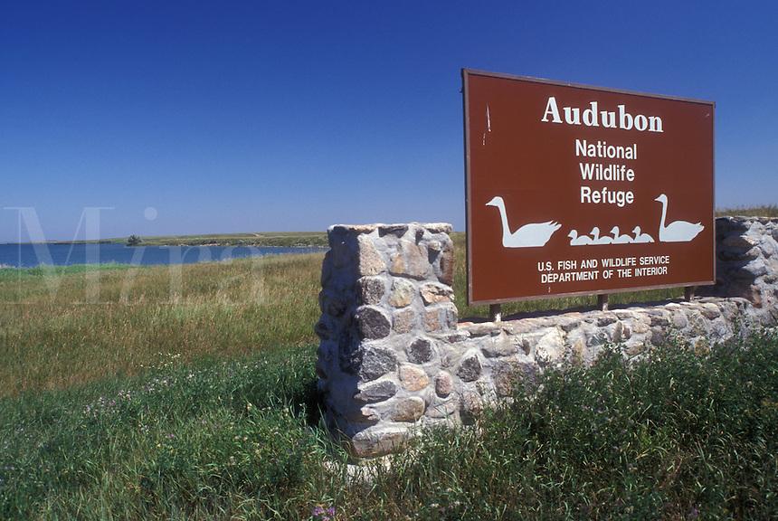 AJ0443, North Dakota, Entrance sign to Audubon National Wildlife Refuge and Lake Sakakawea in Garrison.
