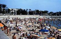 Cannes: Bathing beach. Photo '83.