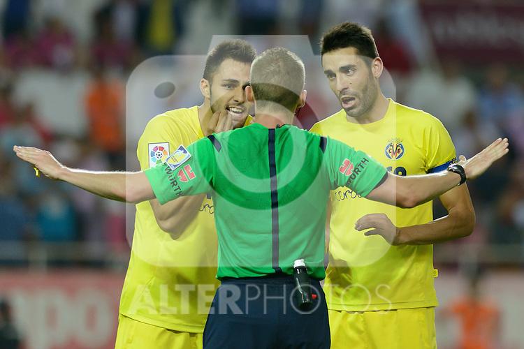 Villarreal players Victor Ruiz (L) and Bruno (R) protesting the penalty that the referee Alejandro J, Henrandez (C) has called during the match between Sevilla FC and Villarreal day 9 spanish  BBVA League 2014-2015 day 5, played at Sanchez Pizjuan stadium in Seville, Spain. (PHOTO: CARLOS BOUZA / BOUZA PRESS / ALTER PHOTOS)