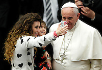 Papa Francesco posa per un selfie con una donna e una bambina al termine dell'udienza generale del mercoledi' in aula Paolo VI, Citta' del Vaticano, 21 gennaio 2015.<br /> Pope Francis poses for a selfie with a woman keeping a child in her arms, at the end of his weekly general audience in the Paul VI hall at the Vatican, 21 January 2015.<br /> UPDATE IMAGES PRESS/Isabella Bonotto<br /> <br /> STRICTLY ONLY FOR EDITORIAL USE