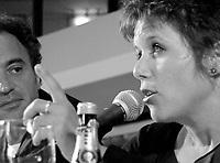 ID :   pr_000831C_160<br /> ConfÈrence de presse   L'Intervention de l'Amour  (CO )  Canada<br /> Claude Demers ;  rÈalisateur / ScÈnariste<br /> Pascale Montpetit ;  actrice<br /> MENTION OBLIGATOIRE :  © Pierre Roussel, 2000