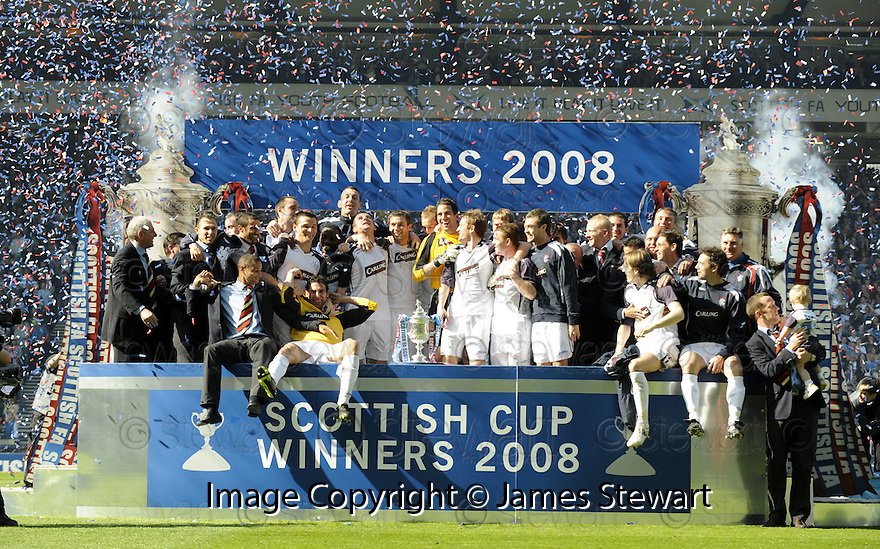 24/05/2008   Copyright Pic: James Stewart.File Name : sct_jspa16_qots_v_rangers.RANGERS PLAYERS CELEBRATE WINNING THE SCOTTISH CUP.....James Stewart Photo Agency 19 Carronlea Drive, Falkirk. FK2 8DN      Vat Reg No. 607 6932 25.Studio      : +44 (0)1324 611191 .Mobile      : +44 (0)7721 416997.E-mail  :  jim@jspa.co.uk.If you require further information then contact Jim Stewart on any of the numbers above........