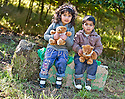 04/10/2010   Copyright  Pic : James Stewart.015_helix_monday  .::  HELIX PROJECT ::  KIDS HEAD OFF TO THEIR TEDDY BEAR PICNIC ::.