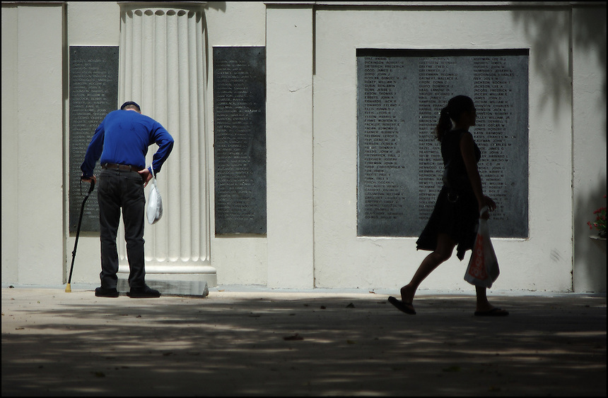 """Memo<br /> From """"Walking Downtown"""" series. Miami, 2008"""
