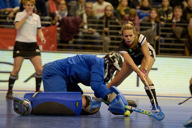 Berlin, Germany, February 10: During the FIH Indoor Hockey World Cup quarterfinal match between Germany (black) and Poland (red) on February 10, 2018 at Max-Schmeling-Halle in Berlin, Germany. Final score 3-1. (Photo by Dirk Markgraf / www.265-images.com) *** Local caption *** Dominika NOWICKA #1 of Poland Anne SCHROEDER #8 of Germany