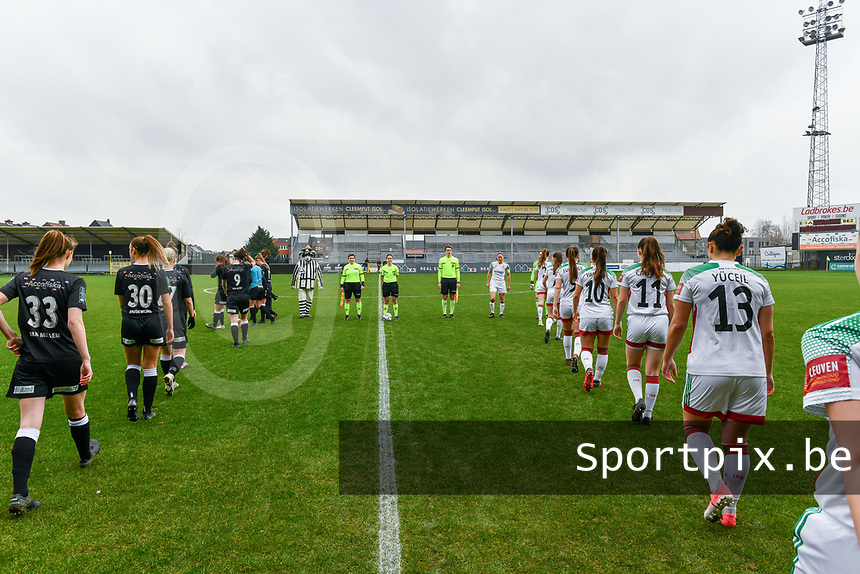 players entering the field pictured before a female soccer game between Eendracht Aalst and OHL on the 13 th matchday of the 2020 - 2021 season of Belgian Scooore Womens Super League , Saturday 6 th of February 2021  in Aalst , Belgium . PHOTO SPORTPIX.BE | SPP | STIJN AUDOOREN