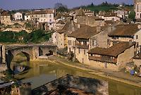 Europe/France/Aquitaine/47/Lot-et-Garonne/Nerac : Pont vieux et vieilles demeures