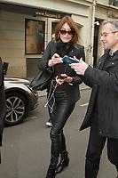 CARLA BRUNI - ARRIVEES A LA RADIO 'RTL' - PARIS, FRANCE - 25/04/2017