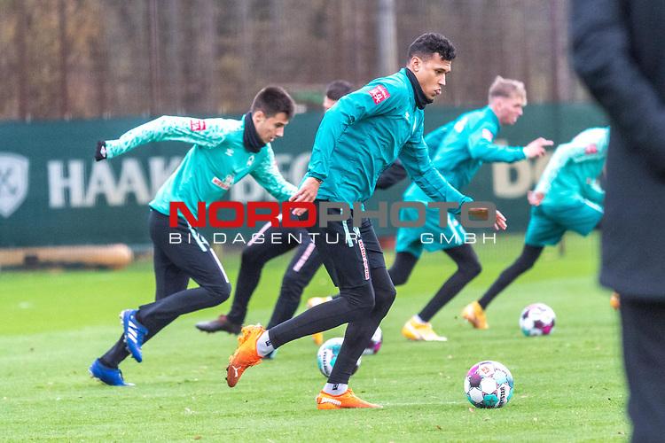 16.11.2020, Trainingsgelaende am wohninvest WESERSTADION - Platz 12, Bremen, GER, 1.FBL, Werder Bremen Training<br /> <br /> Lauf / Sprinttraining <br /> <br /> Ilia Gruev (Werder Bremen #28)<br /> Davie Selke  (SV Werder Bremen #09)<br /> <br />  ,Ball am Fuss, <br /> <br /> <br /> <br /> <br /> Foto © nordphoto / Kokenge