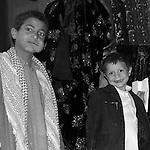Sana, San'a, Sanaa. la perla d'Arabia, Arabian Pearl Qat addicted in yemen. Qat is a light drug, in green leaves. Men use to chew and keep in mouth from afternoon to late evening. Used to heal hunger pains and stun, qat has become a social problem becouse one third of family incomes goes to qat purchases. consumatori di qat. il qat è una droga leggera. Si presenta in piccole foglie verdi, che vengono masticate e tenute, sotto forma di bolo, in bocca, per molte ore. Usato tradizionalmente per alleviare i morsi della fame e la fatica, è diventata una vera piaga sociale, assorbendo un terzo delle risorse economiche delle famiglie yemenite.