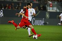 Badavi Hüseynov (Aserbaidschan) gegen Lars Stindl (Deutschland Germany) - 08.10.2017: Deutschland vs. Asabaidschan, WM-Qualifikation Spiel 10, Betzenberg Kaiserslautern