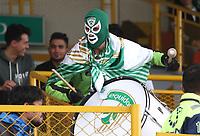 BOGOTÁ - COLOMBIA, 23-02-2020:Hincha de Equidad.Acción de juego entre los equipos  de La Equidad y el Cúcuta Deportivo durante partido entre La Equidad y Cúcuta Deportivo por la fecha 6 de la Liga BetPlay I 2020 jugado en el estadio Metropolitano de Techo de la ciudad de Bogotá. /Fan of Equidad. Action game between  La Equidad and Cucuta Deportivo during match between La Equidad and Cucuta Deportivo for the date 6 as part of BetPlay League I 2020 played at Metropolitano de Techo stadium in Bogota. Photo: VizzorImage / Felipe Caicedo / Staff