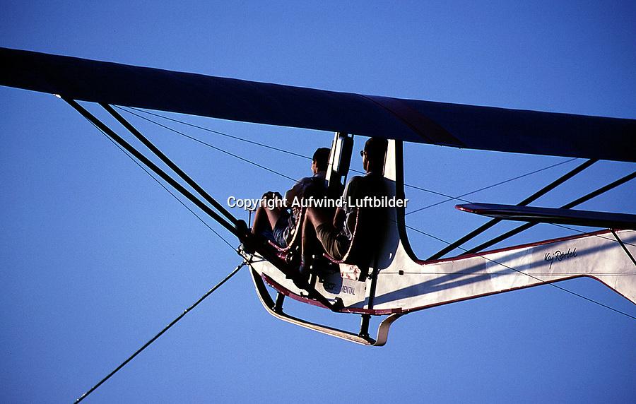 2G im Windenstart: EUROPA, DEUTSCHLAND, HAMBURG, (GERMANY), 07.04.2013: Segelflugzeug vom Typ 2G im Windenstart