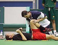 15-02-2005,Rotterdam, ABNAMROWTT ,  Llodra wordt behandeld aan een blessure