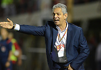 MEDELLÍN -COLOMBIA-01-06-2016. Reinaldo Rueda técnico de Atlético Nacional gesticula durante el encuentro de ida con Rionegro Águilas por los cuartos de final de la Liga Águila I 2016 jugado en el estadio Alberto Grisales de la ciudad de Rionegro./ Reinaldo Rueda coach of Atletico Nacional gestures during the second leg match against Rionegro Aguilas for the final quaters of the Aguila League I 2016 played at Alberto Grisales stadium in Rionegro city. Photo: VizzorImage/ León Monsalve /Str