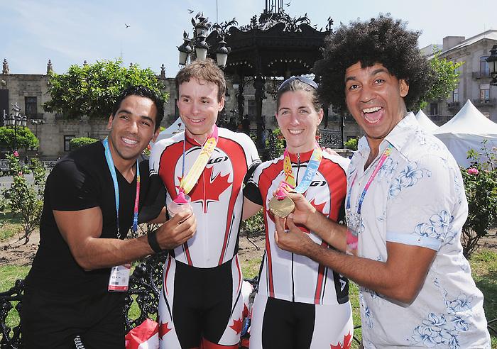 Robbi Weldon and Daniel Chalifour, Guadalajara 2011 - Para Cycling // Paracyclisme.<br /> Robbi Weldon and Daniel Chalifour after they receive their medals // Robbi Weldon et Daniel Chalifour après avoir reçu leurs médailles. 11/12/2011.