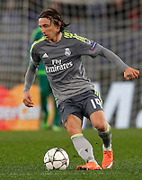 Calcio, andata degli ottavi di finale di Champions League: Roma vs Real Madrid. Roma, stadio Olimpico, 17 febbraio 2016.<br /> Real Madrid's Luka Modric in action during the first leg round of 16 Champions League football match between Roma and Real Madrid, at Rome's Olympic stadium, 17 February 2016.<br /> UPDATE IMAGES PRESS/Riccardo De Luca
