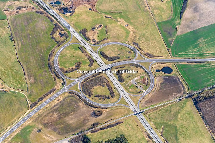 Autobahnanschlussstelle Neubrandenburg-Ost: EUROPA, DEUTSCHLAND, MECKLENBURG- VORPOMMERN,  (EUROPE, GERMANY), 11.04.2021:  Autobahnanschlussstelle (32) Neubrandenburg-Ost (A 20 / B 197)