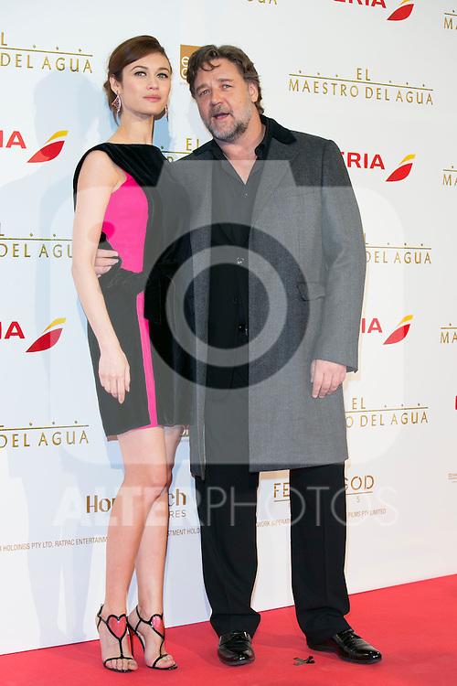 Olga Kurylenko and Russell Crowe attend the The Water Diviner Premiere at Callao Cinemas, Madrid,  Spain. March 26, 2015.(ALTERPHOTOS/)Carlos Dafonte)