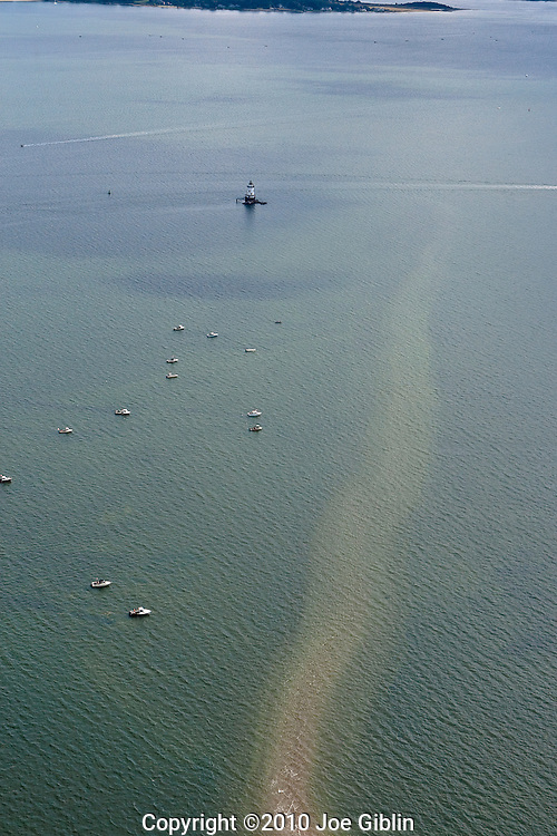 Shell fishermen off of Comimicut Point in this aerial image of Narragansett Bay in Warwick, RI. (Photo/Joe Giblin)