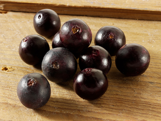 Photos & pictures of the acai berries the super fruit anti oxident from the Amazon. The acai berry has been associated with helping weight loss. Stockfotos & images