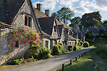 United Kingdom, England, Gloucestershire, Cotswold, Bibury: Arlington Row cotswold cottages | Grossbritannien, England, Gloucestershire, District Cotswold, Bibury: typische Haeuschen, Arlington Row