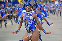 BARRANQUILLA - COLOMBIA, 02-03-2019: Un artista baila durante el desfile Batalla de Flores del Carnaval de Barranquilla 2019, patrimonio inmaterial de la humanidad, que se lleva a cabo entre el 2 y el 5 de marzo de 2019 en la ciudad de Barranquilla. / An artist with a traditional custom performs during the Batalla de las Flores as part of the Barranquilla Carnival 2019, intangible heritage of mankind, that be held between March 2 to 5, 2019, at Barranquilla city. Photo: VizzorImage / Alfonso Cervantes / Cont.