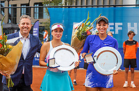 Amstelveen, Netherlands, 10 Juli, 2021, National Tennis Center, NTC, Amstelveen Womans Open, Doubles final: Amina Anshba (RUS) and Anastasia Detiuc (CZE) receive the runners up trophy from Ronald Coster<br /> Photo: Henk Koster/tennisimages.com