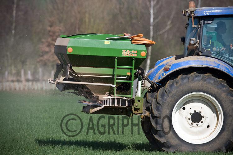 25.3.2011 Applying Nitrogen to Spring cereals.©Tim Scrivener 07850 303986.