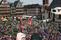 Fans der Frankfurt Galaxy auf dem Roemerberg